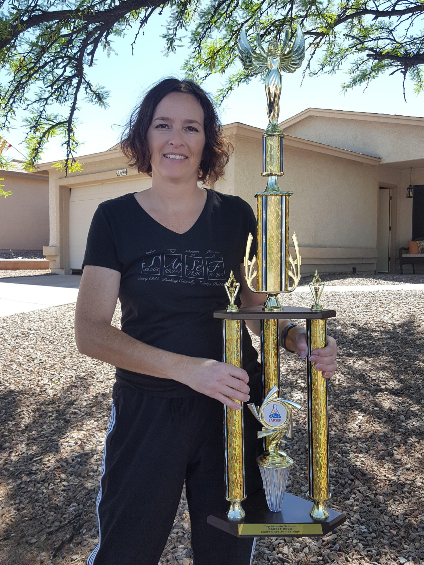 Lara Huetter w/trophy photo
